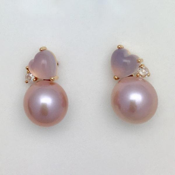 Orecchini in oro rosa con perle rosa, quarzo rosa e diamanti.