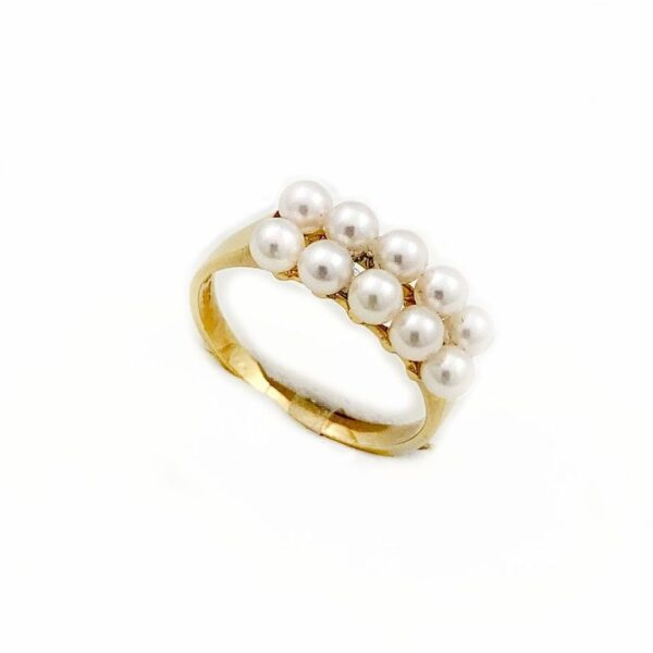Anello in oro giallo con perle